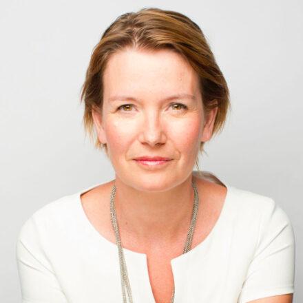 (Micro)portrait : Anne Panis-Lelong, directrice du pôle Veille des Opinions, de la Consommation et de la Concurrence à SNCF
