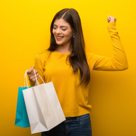 Faut-il vraiment réenchanter l'acte d'achat ? – Le point de vue de Caroline Bastide et Cécile Velasco (Stratégir)