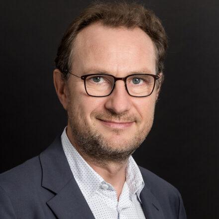 « Le consommateur digital ne se laisse plus prendre par les vieilles ficelles du marketing ! » – Interview de Nicolas Riou (Brain Value), auteur de «Le consommateur digital»